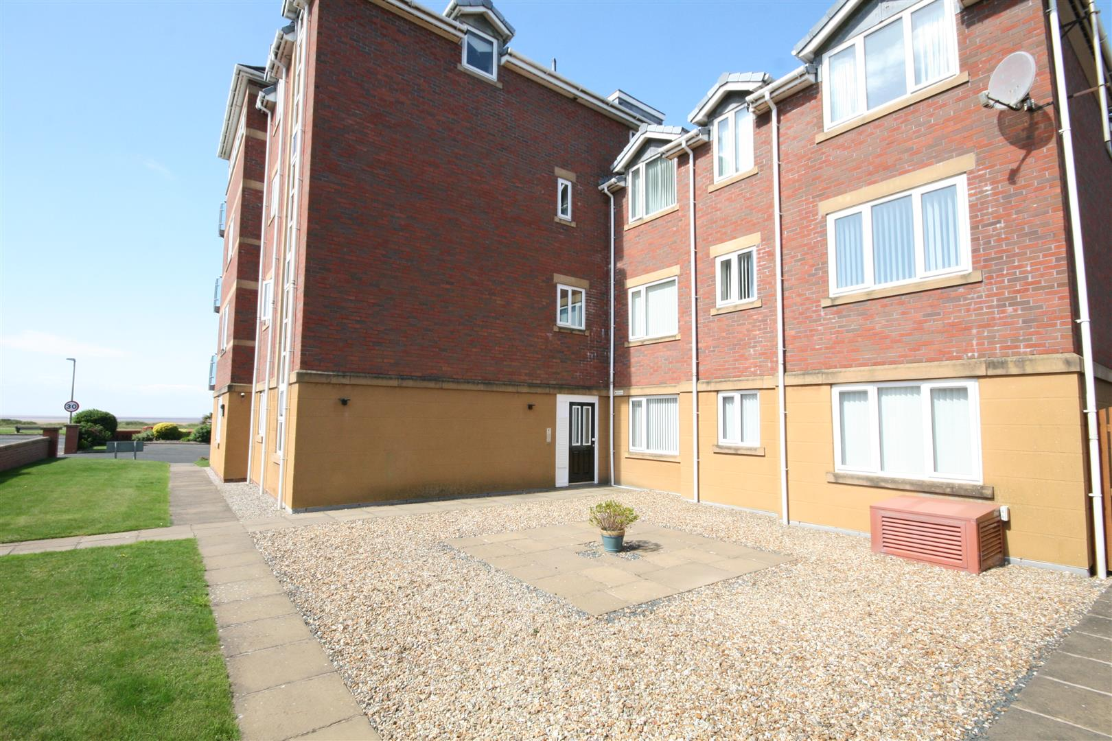 2 Bedrooms Flat for sale in Cartmell Court, South Prom, Lytham St. Annes